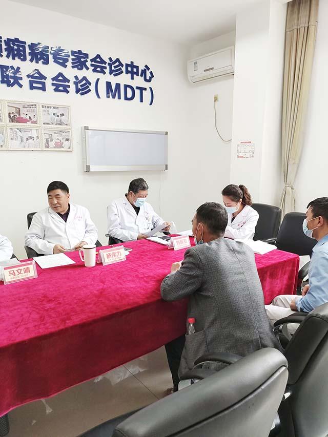 会诊进行中,杨伟力教授认为癫痫治疗过程中,好的家庭教育必不可少